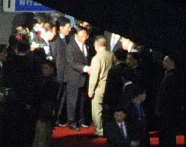 Iš Šiaurės Korėjos lyderio viešnagės Kinijoje viešumą pasiekia tik neryškios atsitiktinės nuotraukos ir dar mažiau faktų.