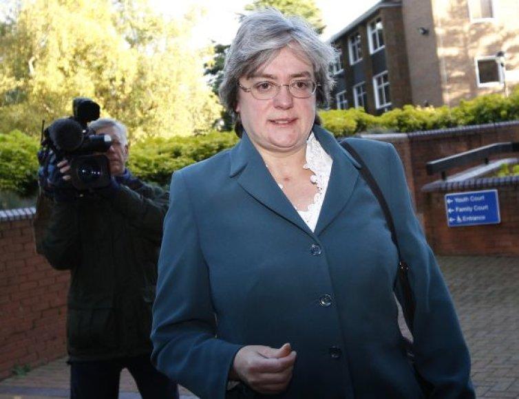 Mary Bale atvyksta į teismą.