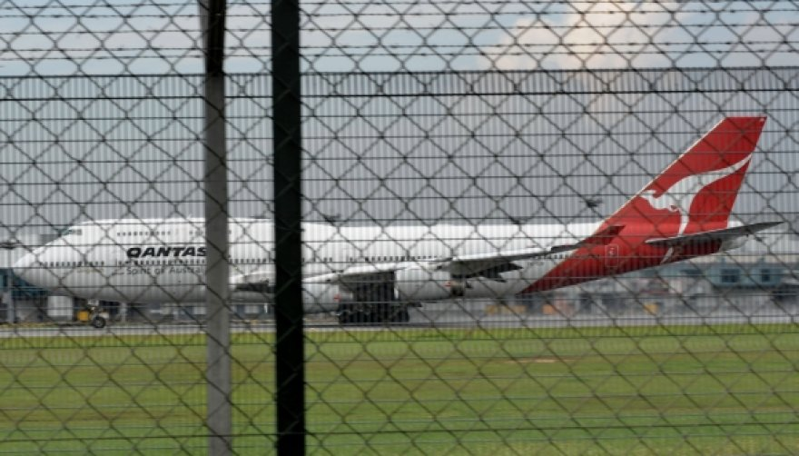 """Aviakompanijos """"Qantas"""" lėktuvas """"Boeing 747-400"""" buvo priverstas leistis avariniu būdu."""
