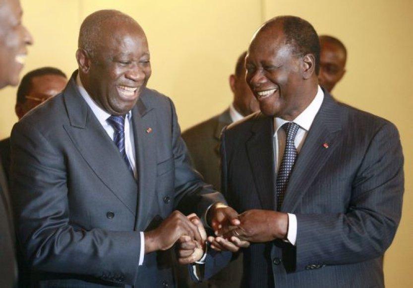 Prieš rinkimus Laurent'as Gbagbo (kairėje) ir Alassane'as Ouattara nedemonstravo jokio priešiškumo vienas kitam.