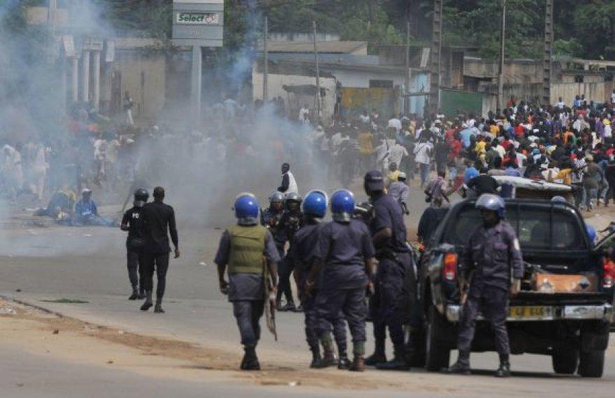 Po prezidento rinkimų šalis pasinėrė į chaosą.