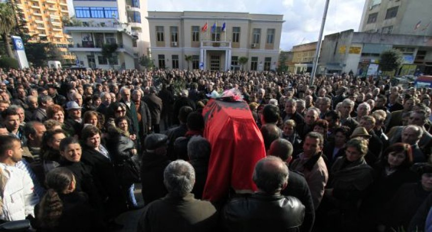 Vieno iš žuvusiųjų per riaušes laidotuvės