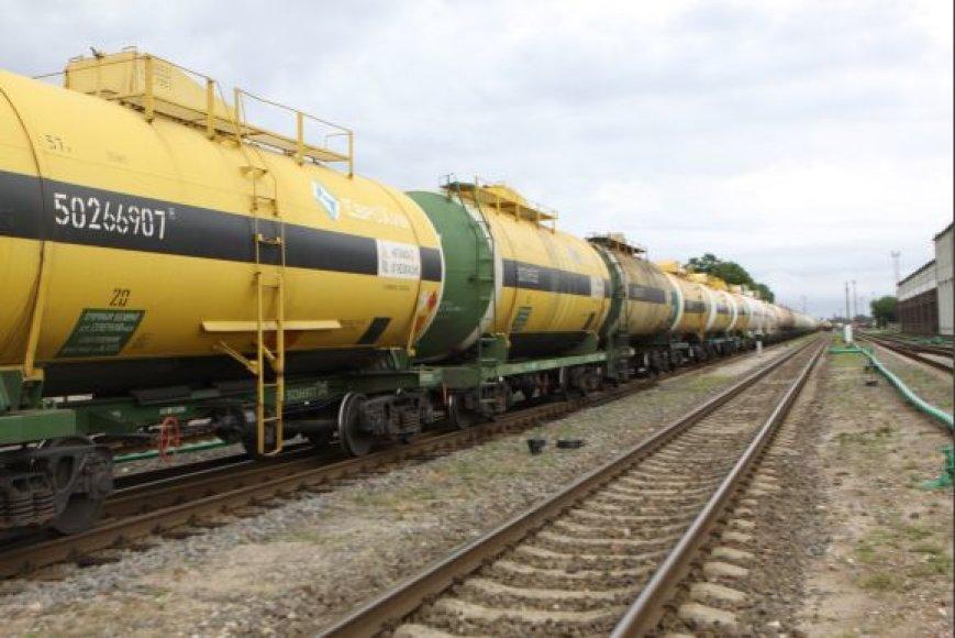 57-ių tonų talpos geležinkelio cisternos skystiems kroviniams pervežti