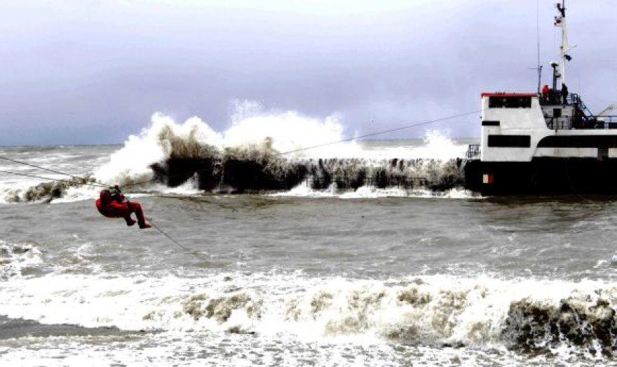 Iš skęstančio laivo evakuota dešimt įgulos narių.