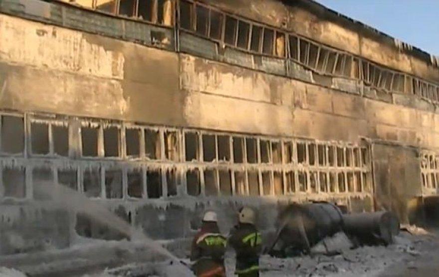 Užgesinus gaisrą sandėlyje jau rasta 16 žuvusiųjų.