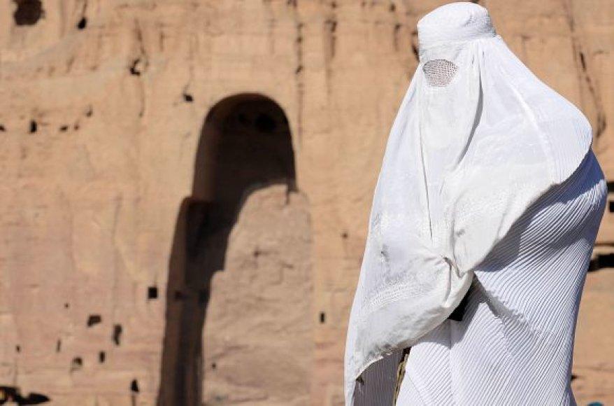 Talibams 2001 metais susprogdinus Budų statulas, kalne iškaltos nišos liko tuščios.
