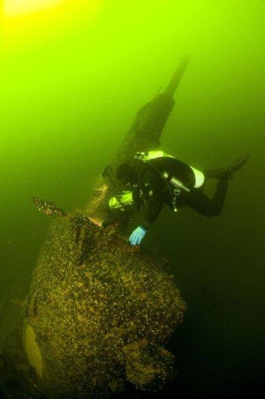 Naras prie nuskendusio sovietų povandeninio laivo