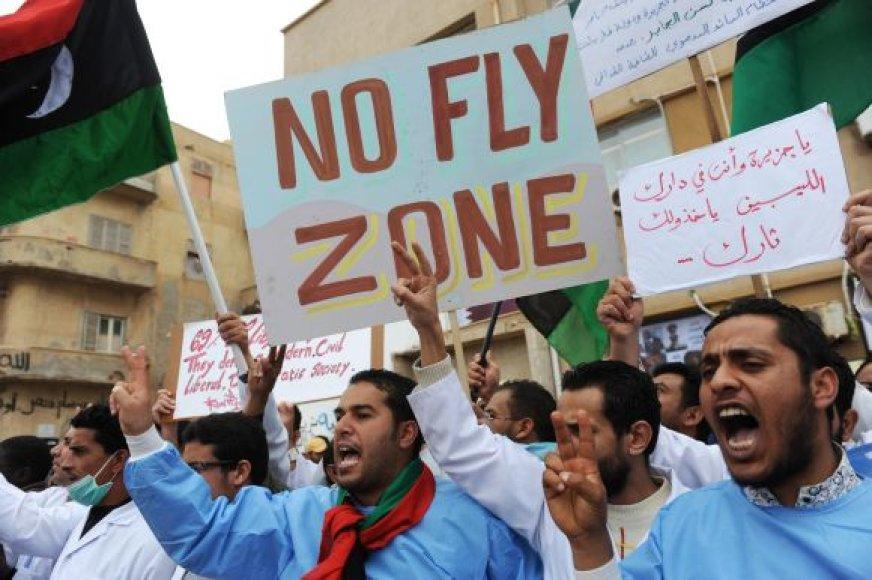 Bengazio ligoninės gydytojai surengė demonstraciją, per kurią reikalavo neskraidymo zonos virš Libijos.