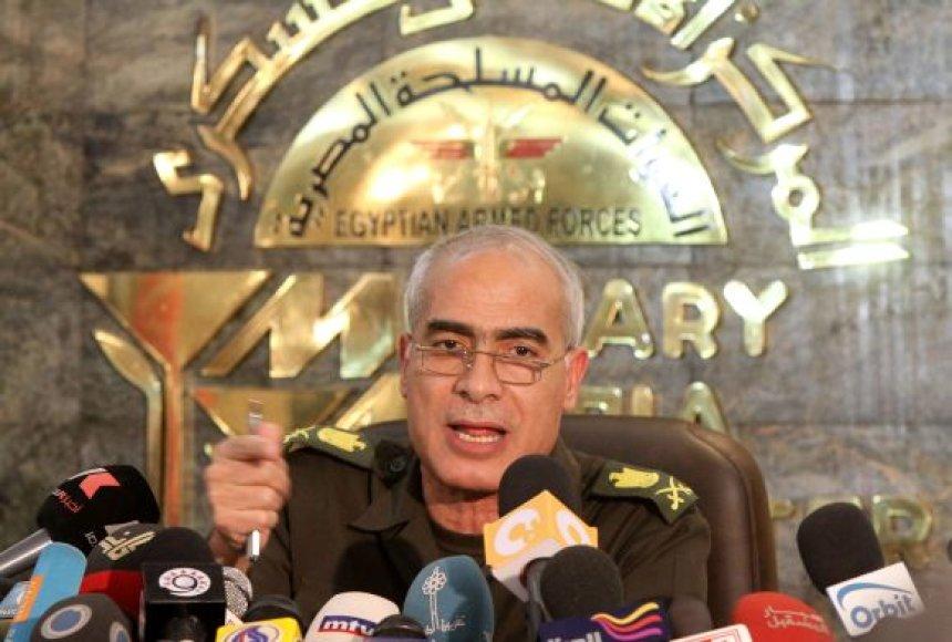 Egipto generolas Mamduh Shahinas paskelbė apie laikinosios konstitucijos įsigaliojimą.
