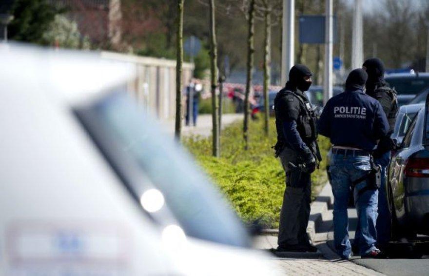 "Olandijos policininkai greta ""Ridderhofo"" prekybos centro"