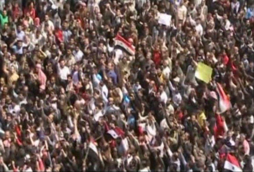 Kadras iš įvykių liudininko filmuotos medžiagos – protestuotojai Daroje.