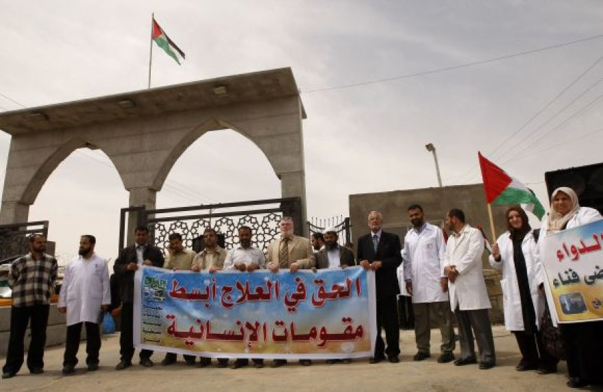Palestiniečių gydytojų demonstracija prie Rafaho perėjos.