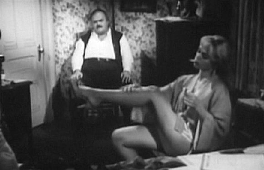"""Yvette Vickers filme """"Milžiniškų dėlių ataka"""""""