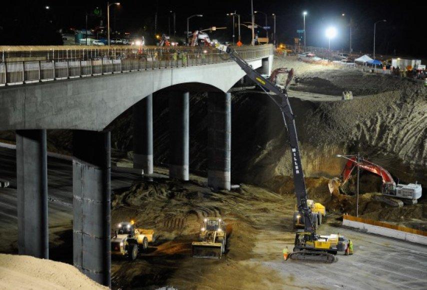"""Automagistralėje """"Interstate 405"""" prasidėjo rekonstrukcijos darbai."""