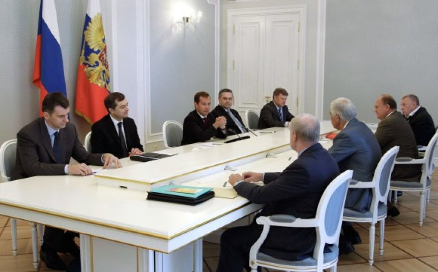 Dmitrijus Medvedevas su Rusijos politinių partijų lyderiais