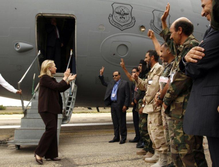 Hillary Clinton atvyko į Tripolį.