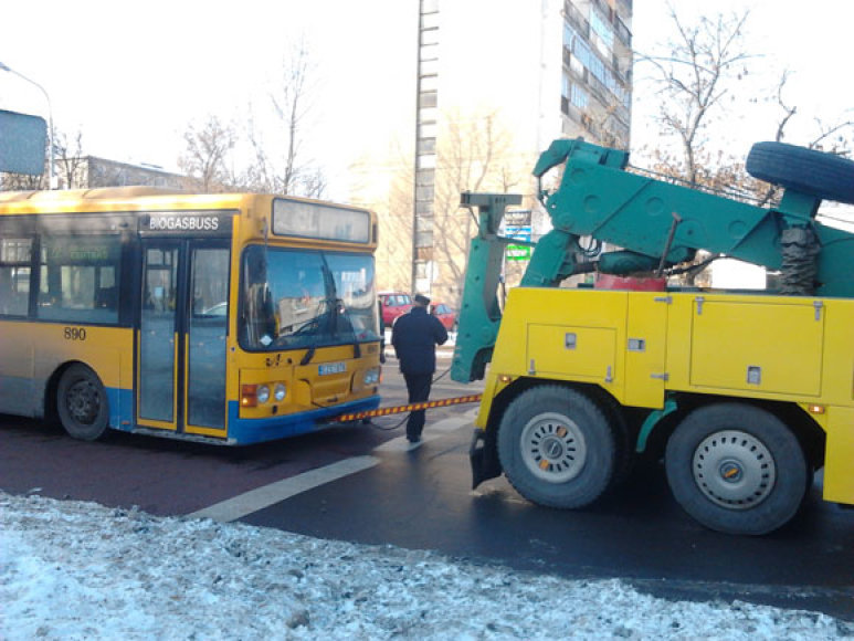 Sugedęs autobusas sustabdė troleibusus