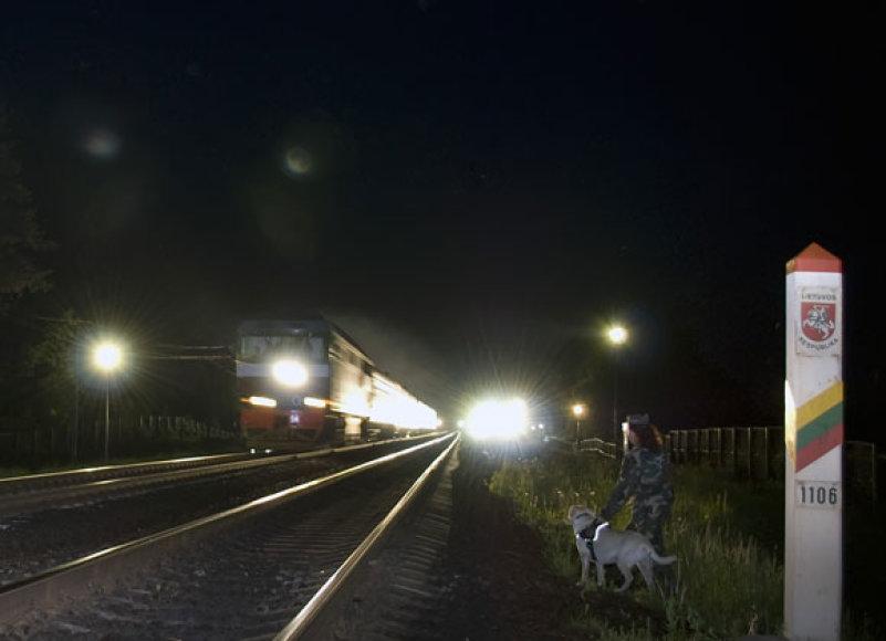 Traukinys įvažiuoja į Lietuvą