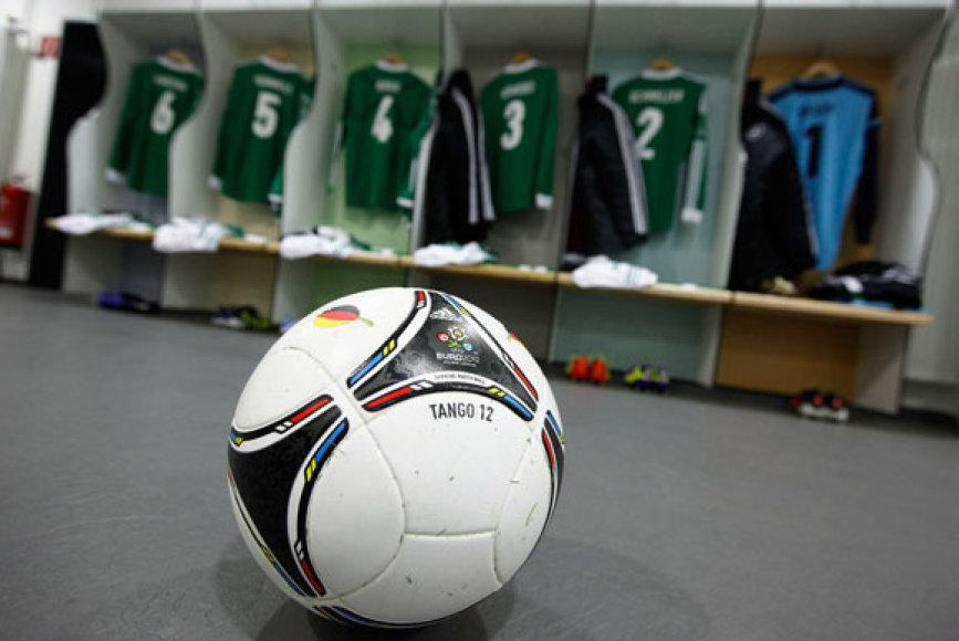 """Futbolo kamuolis """"Tango"""", su kuriuo bus žaidžiama Europos futbolo čempionate."""