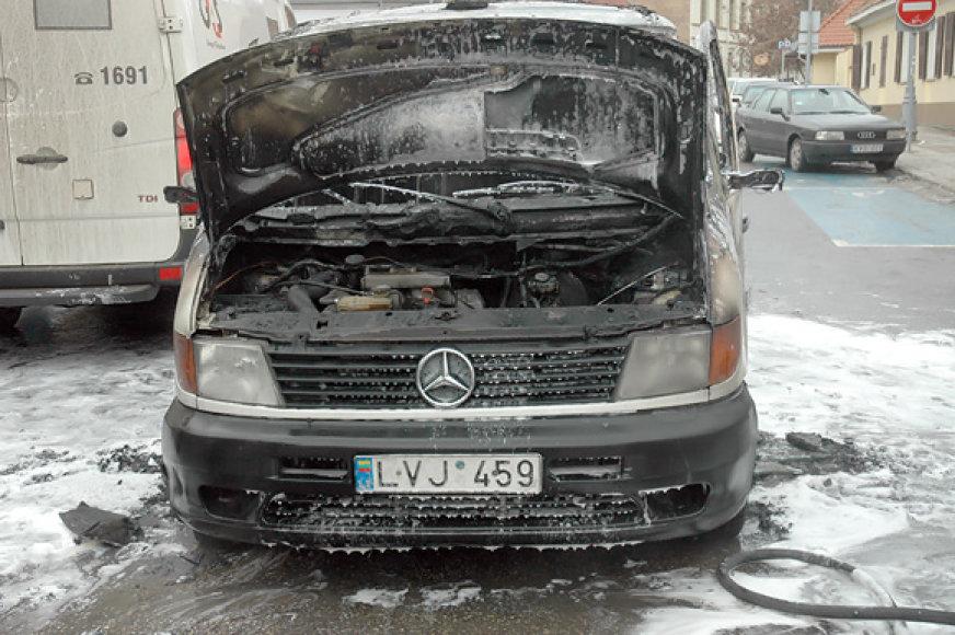 Sudegęs inkasatorių automobilis