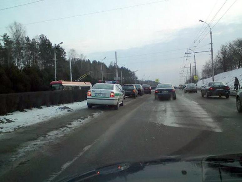 Policininkai patraukė į šoną susidūrusius automobilius