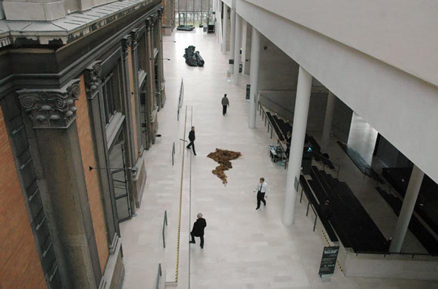Senasis (kairėje) ir naujasis Valstybinio meno muziejaus pastatai