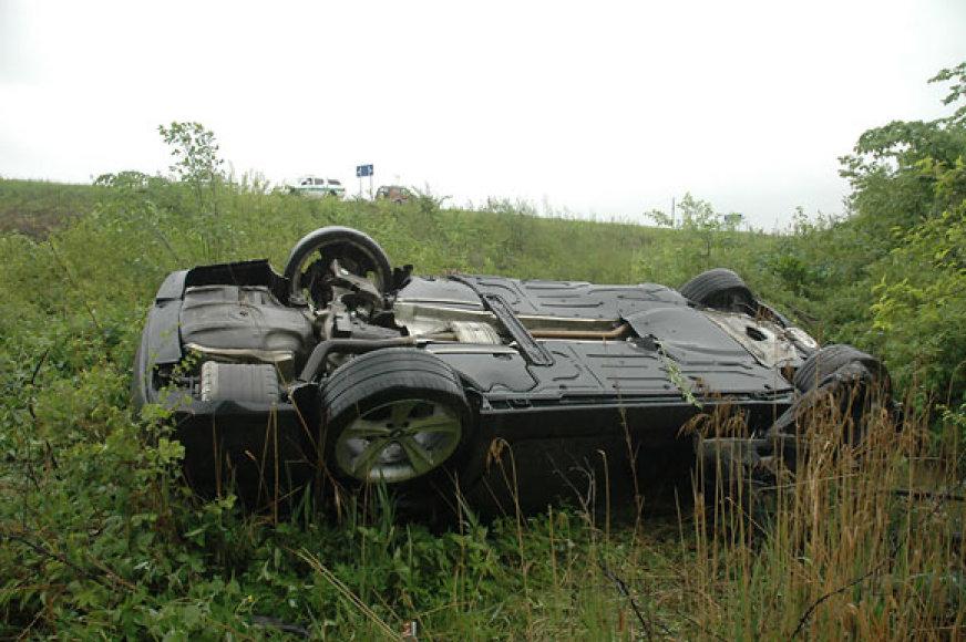 Apvirtęs automobilis
