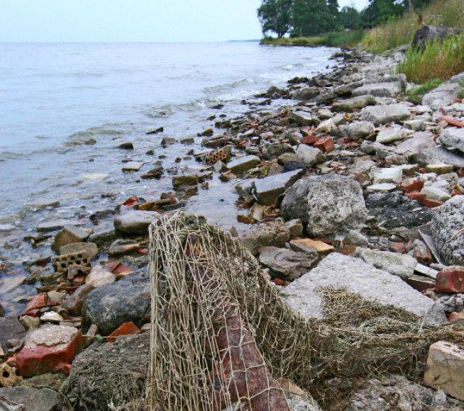 Žvejų tinklai marių pakrantėje