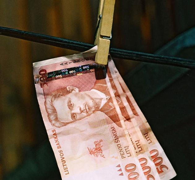 Pinigų plovimas