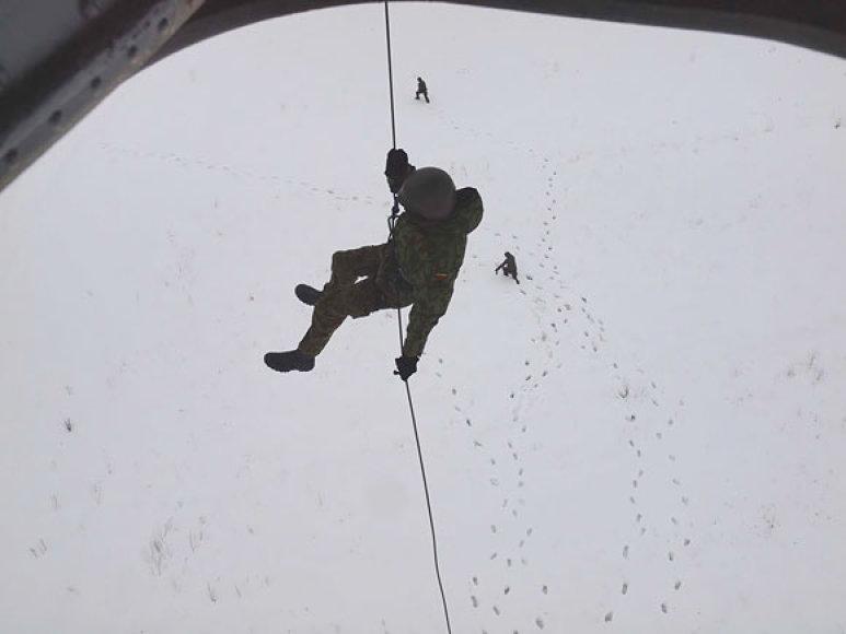 Karių pratybos su sraigtasparniu