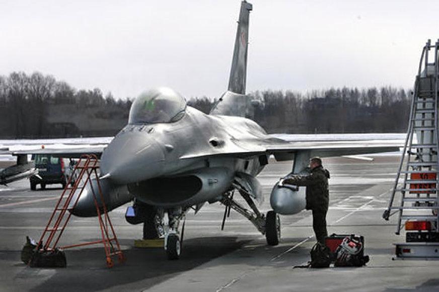 NATO lėktuvai Talino oro uoste