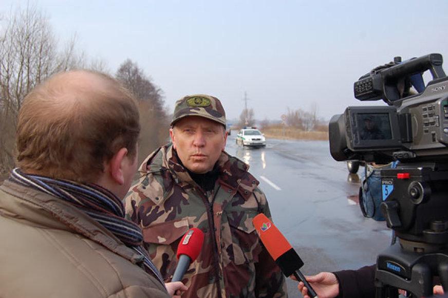 Ministras smalsuolius ragina atsisakyti kelionių į potvynio zoną