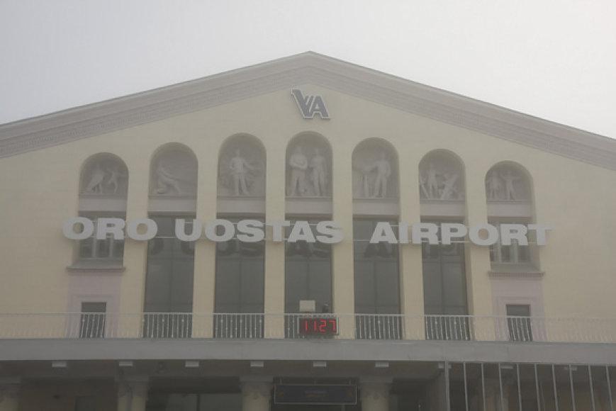 Vilniaus oro uostas skendi rūke