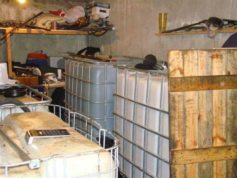 Nelegali degalinė požeminiuose garažuose