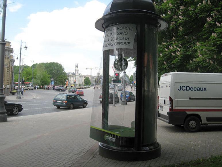 Išplėšta reklaminė kolona Vilniuje