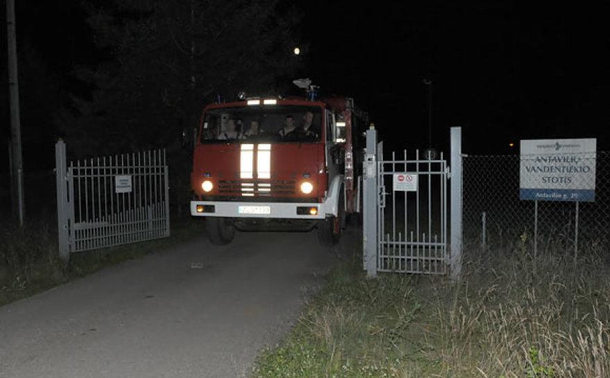 Naktį nedidelis gaisras buvo kilęs ir Antavilio vandentiekio stoties teritorijoje