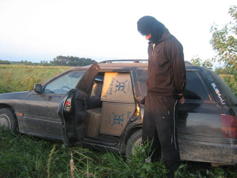 """Sulaikytas įtariamasis prie automobilio """"Subaru"""""""