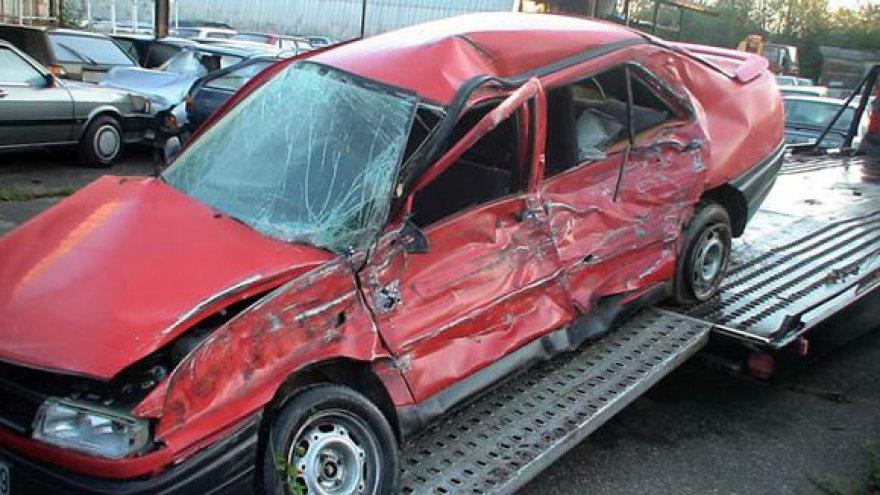 Lengvasis automobilis po avarijos
