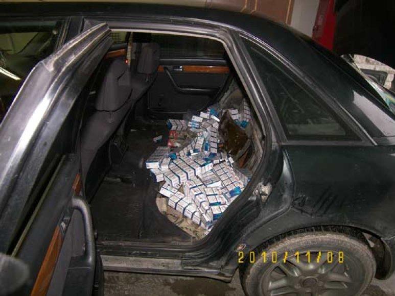 Cigarečių slėptuvė automobilyje