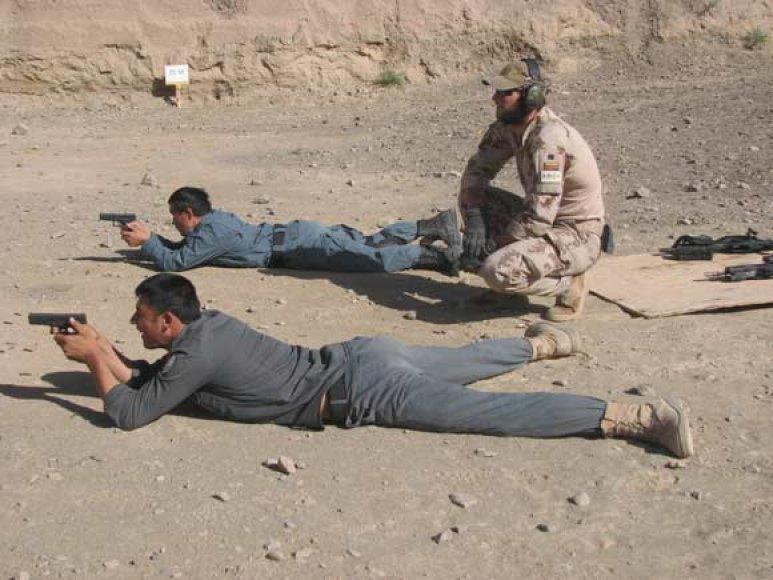 SOP kovotojas treniruoja Afganistano pareigūnus