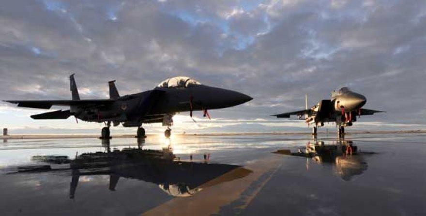 "Naikintuvai F-15 ""Strike Eagle"""
