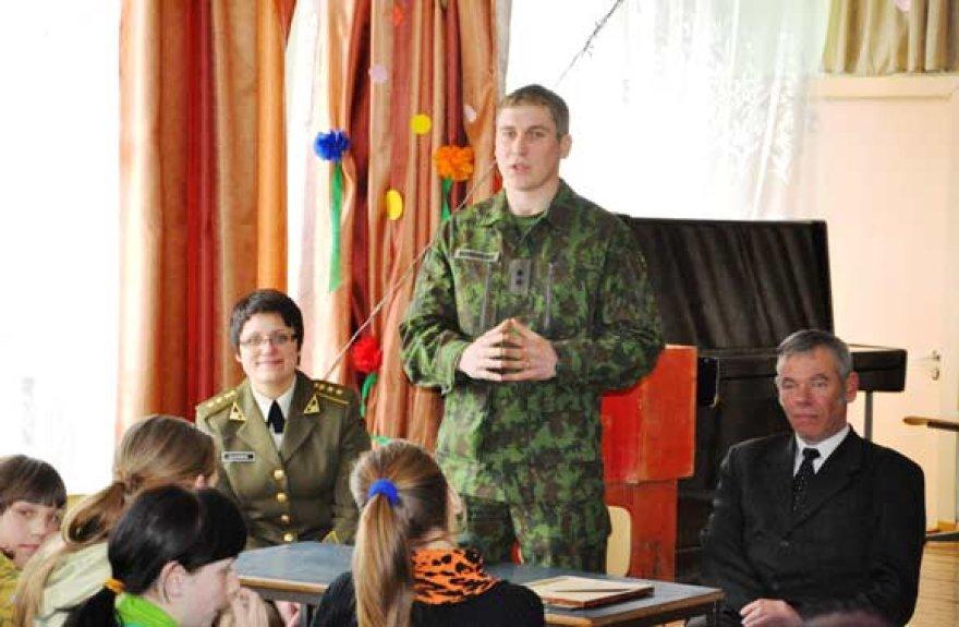 Vyresnysis leitenantas Linas Novogreckis mokykloje