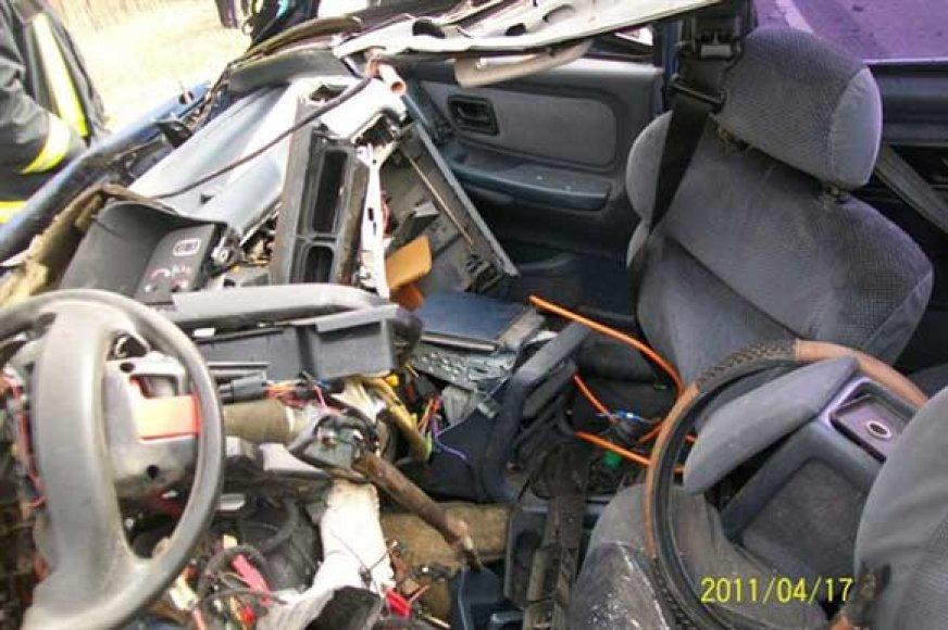 """Po avarijos suniokotas """"Ford Scorpio"""""""