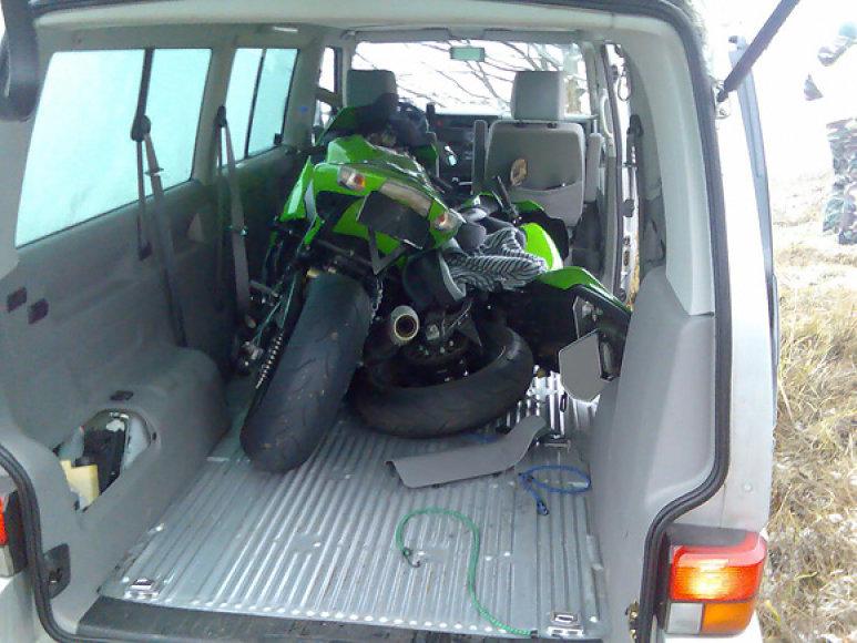 Mikroautobusu vežti vogti motociklai