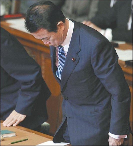 Japonijos premjeras T.Aso mandagiai pranešė apie parlamento paleidimą.