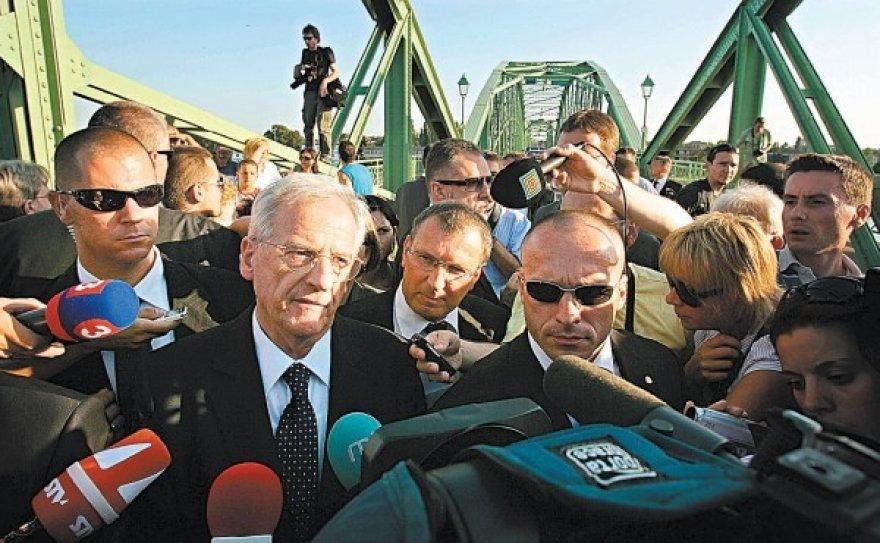 Prezidentui L.Solyomui nebuvo leista pereiti tilto, skiriančio Vengriją nuo Slovakijos.