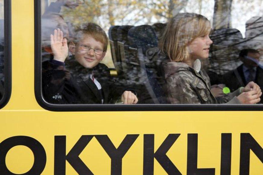 Kauno rajone vykusios akcijos metu mokykliniais autobusais į pamokas ir namo keliaujantiems vaikams buvo dalijamos atmintinės ir atšvaitai.