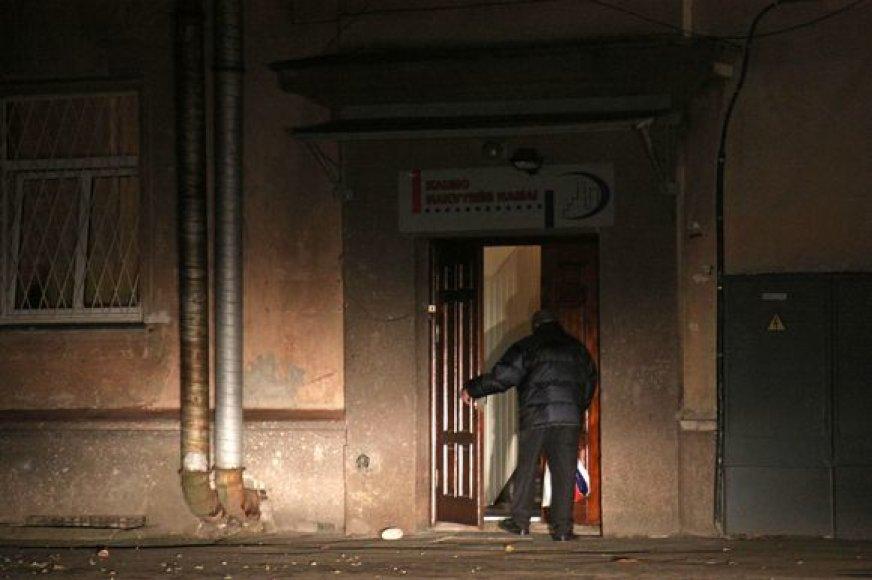 Į nakvynės namus Kaune įleidžiami visi benamiai, išskyrus tuos, kurie piktybiškai geria ir triukšmauja. Tokie klientai net ir vienai nakčiai nepageidaujami.