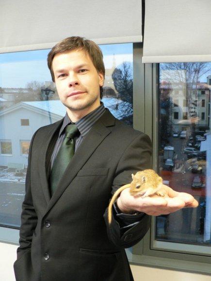 Į aktorių Jokūbą Bareikį pasikėsino žiurkėnas.