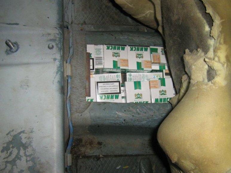 Vilniečio automobilyje – slėptuvės cigaretėms gabenti.